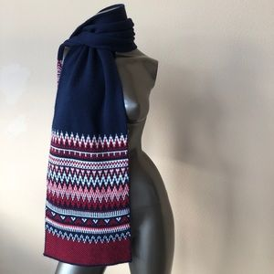 Old Navy scarf! 🧣 never been worn!